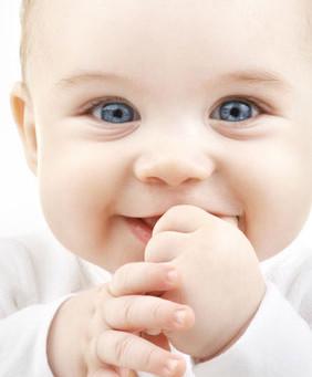 Pourquoi les bébés naissent-ils avec les yeux bleus ?