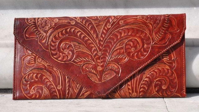 BURGUNDY HAND-CARVED LEATHER CLUTCH