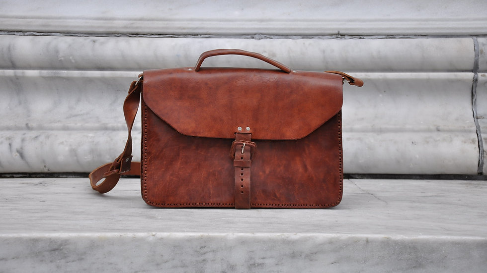 SIMPLE LEATHER BRIEFCASE