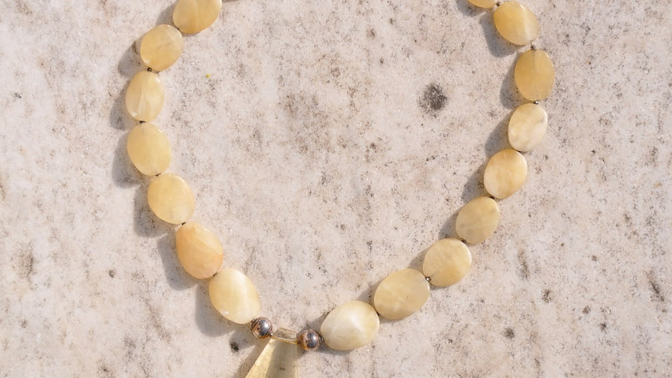 Beige Quartz and Yellow Crystal Pendant Necklace