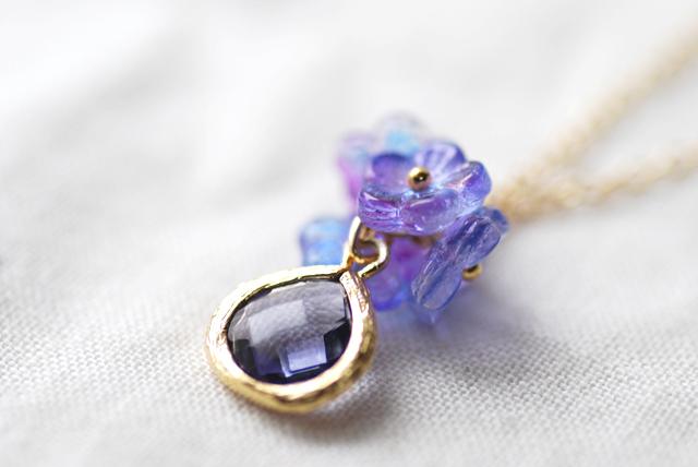 【14kgf】紫陽花カラーのフラワーとフレームストーンのネックレス