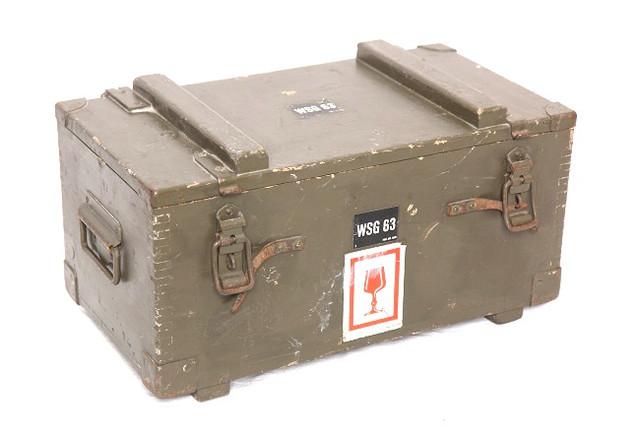 coffre-malle-militaire-suisse-vintage-de