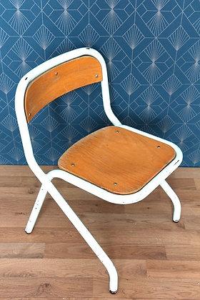 Chaise d'enfant bleu pastel