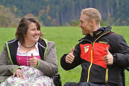 Christine und Georg lachen sich an