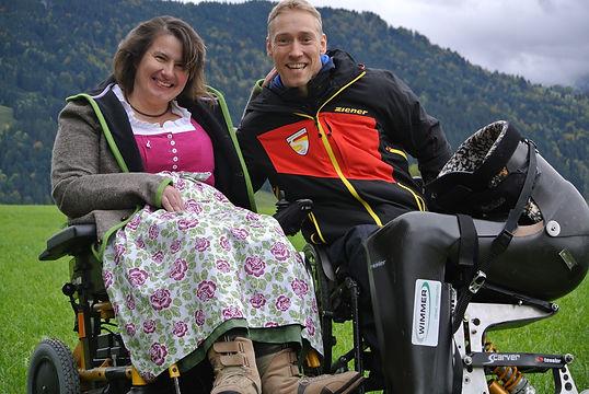 Christine Göttfried und Georg Kreitmaier lachen gemeinsam in die Kamera