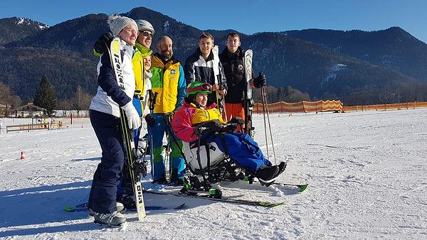 """Die """"Skifahrtruppe"""" von der Seite"""