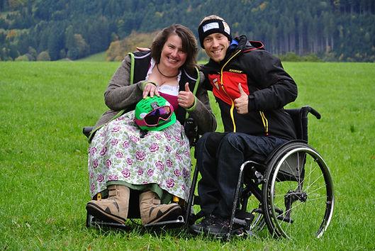 Christine Göttfried und Georg Kreiter zeigen den Daumen nach oben