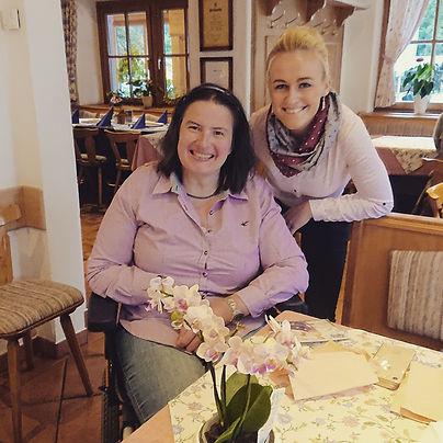 Ihre Königliche Hohei die Bayerische Bierkönigin Vroni Ettstaller, war kurz auf Besuch bei der Skihaslprinzessin Christine Göttfried im Haus Göttfried.