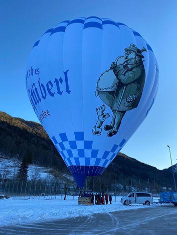 Der Ballon steht schon mal aufrecht