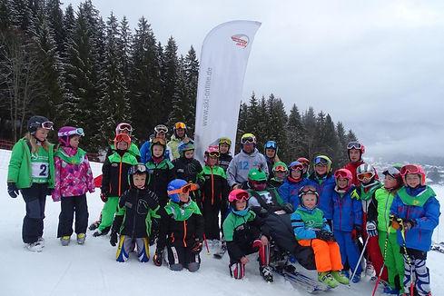 Die jungen Teilnehmer des Inklusions-Skicups