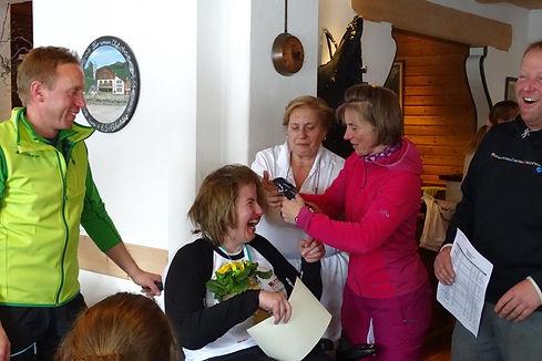 Christine Göttfried bei der Urkunden-Vergabe