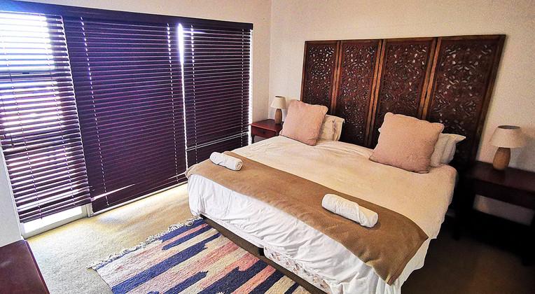 seaspray-a109-main-bedroom-with-sea-view