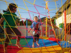 Crianças aproveitando a brincadeira