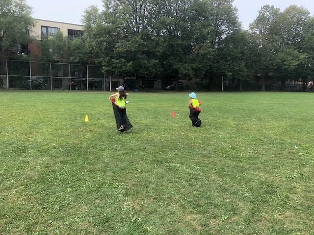Team obstacle course in the park