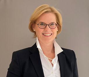 Anwalt-fuer-Arbeitsrecht-in-Muenchen-Beatrice von WALLENBERG.jpg