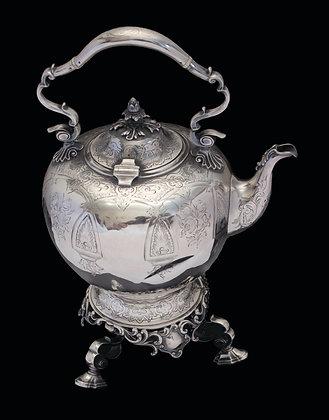 LOTE 103. Chaleira com trempe em prata inglesa, Londres 1840.