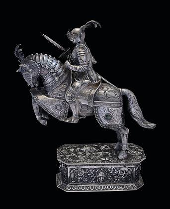 LOTE 56. Cavaleiro montado em prata 925 ml.
