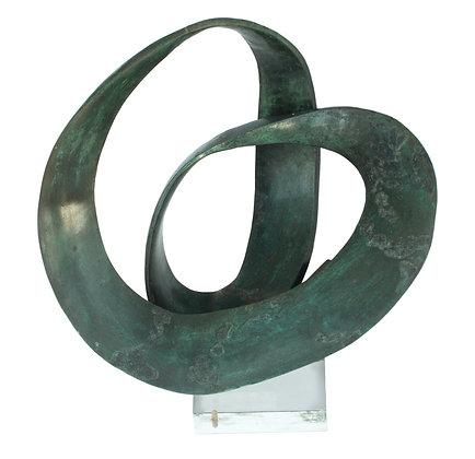 LOTE 85. Teresa de Oliveira Santos - Escultura em bronze patinado.