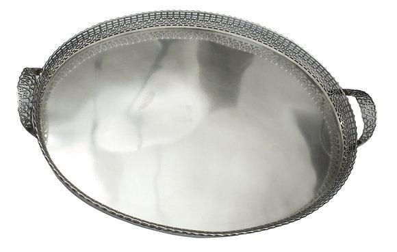 LOTE 74. Grande tabuleiro oval em prata. Marcas de Lisboa.