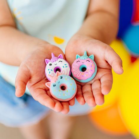 112-090-Magic-Bakery-Unicorn-Donuts-Scen