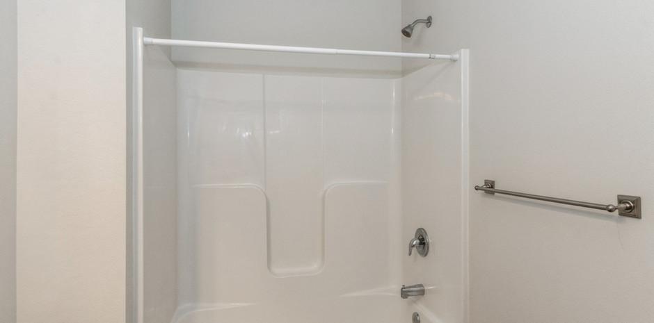 Modern 4 Bed / 2 Bath