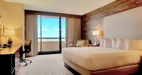 Standard King Room w/Balcony