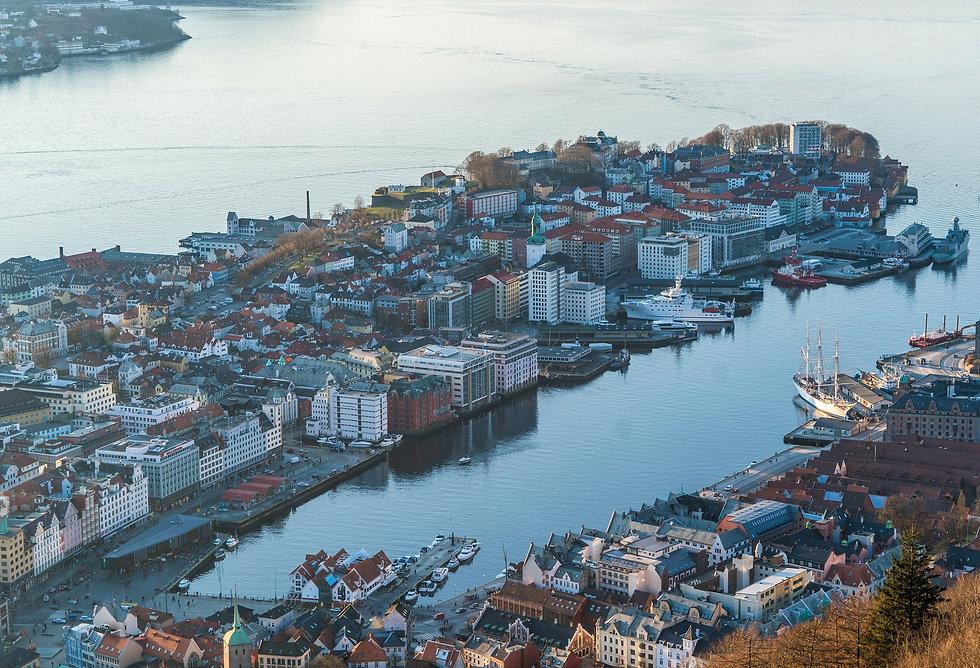 bilde av Bergen tatt på Fløyen. Her har vi egne PT-sentre og flere samarbeidssentre hvor vi bemanner PT