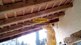 Tractament per eliminar corcs de la fusta a una masia