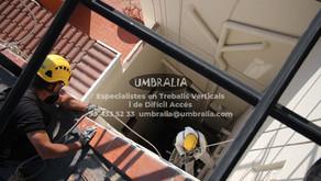 > Rehabilitació de pati de llums amb treballs verticals