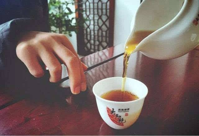 Valley Brook Tea | Blog | Finger tapping with friends