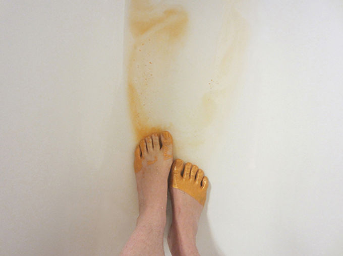 vestige (from gloss series) - washing the feet with gold plated toes