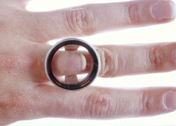 displace - lens rings made to minimise or maximise skin details on the finger