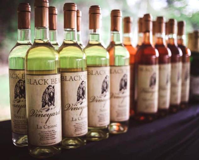 black-bear-vineyard-wine-selection-bar1-