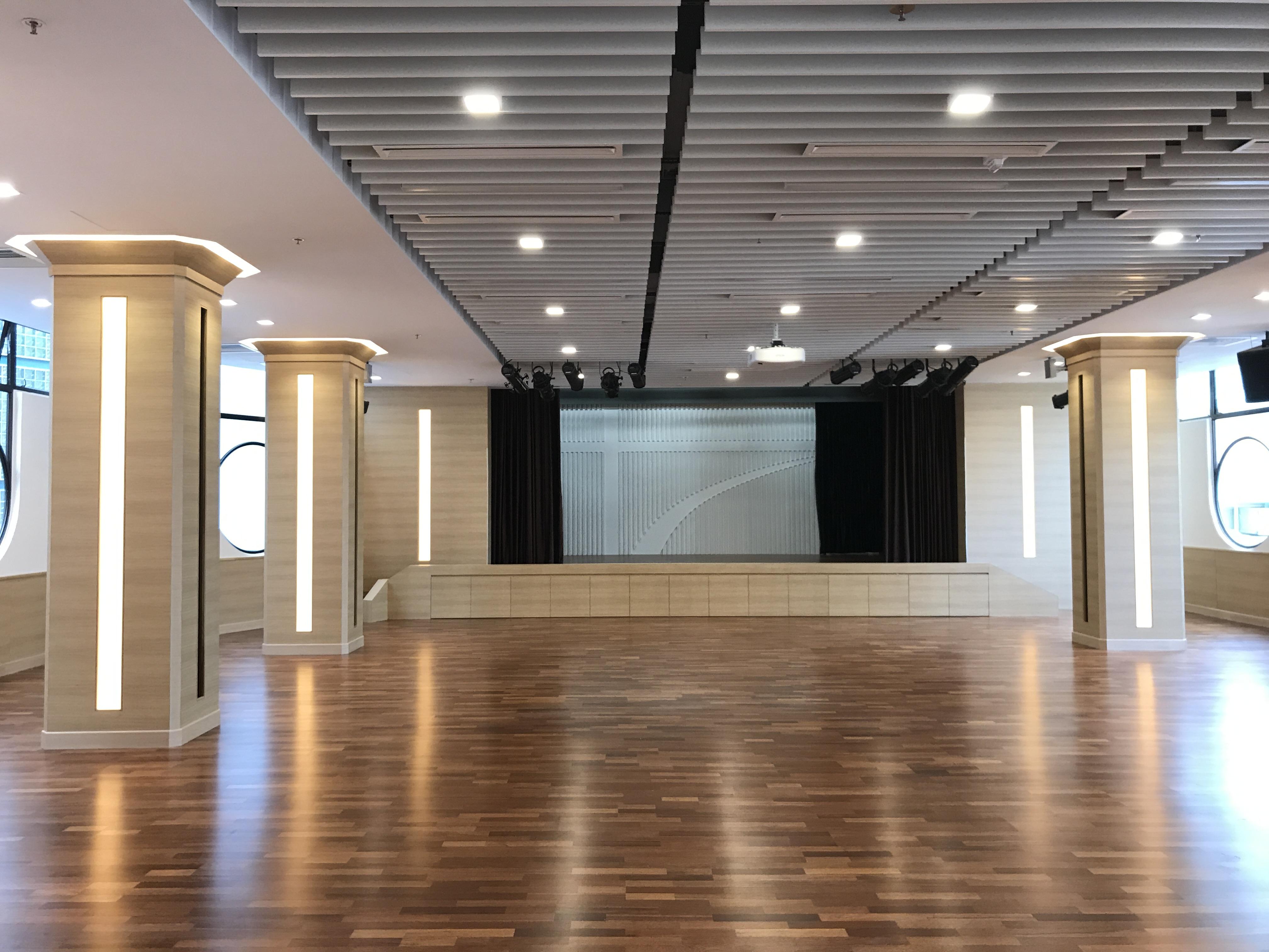 05 Hall