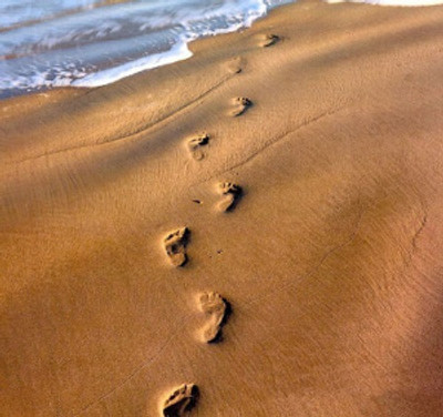 footprints-in-the-sand-tattoos