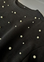 Perle in ABS applicate con graffetta per tessuti elastici  ABS beads applied with speciale nail for elastic fabric