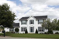 白い二階建ての家.jpg
