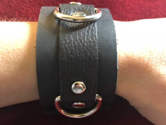 BLACK WITH SILVER D RINGS