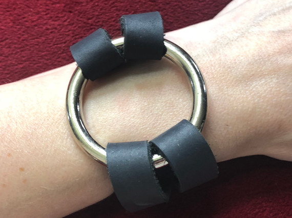 BLACK LEATHER WITH SILVER O RING