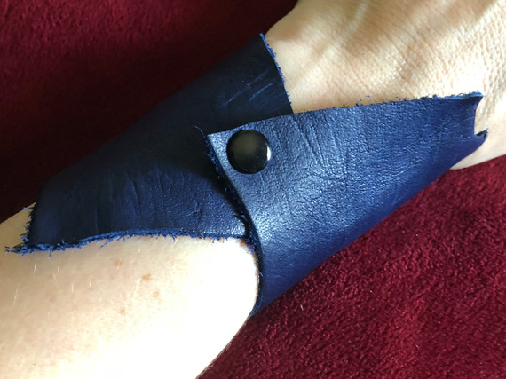 DEEP BLUE LEATHER WITH BLACK SNAP