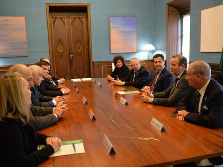 El presidente de la Junta de Andalucía muestra su compromiso con la Declaración de Interés Turístico