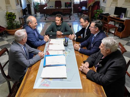El alcalde de Cádiz recepciona al pregonero de la Semana Santa 2019