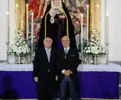 Juan Carlos Jurado arropa a Ildefonso Herrera en el 'Stabat Mater' a la Virgen de la Salud