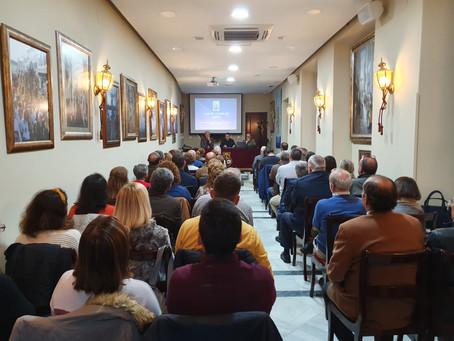 Una conferencia  muy amena, cargada de propuestas teológicas a cargo de Jesús García Cornejo y '