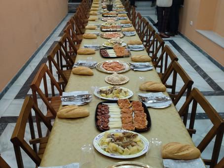 Unas 30 personas sin hogar de Cádiz comparten un almuerzo navideño el Consejo de Hermandades
