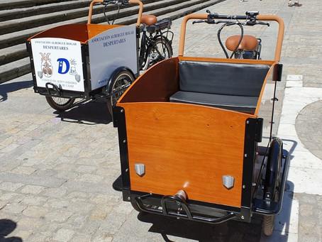 El Consejo entrega dos Ciclocarros  adaptados para el reparto de comida a la asociación benéfica Des