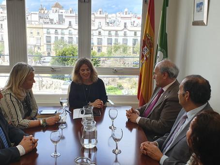 El Consejo de Hermandades mantiene un encuentro de trabajo con la delegada de la Junta de Andalucía