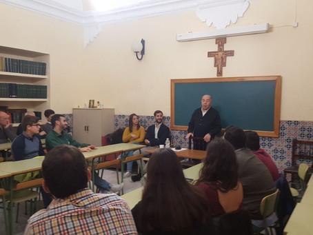 Ramón Velázquez diserta sobre el estamento de la carga