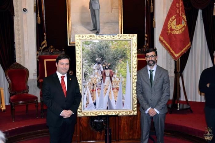Izqu. Autor del cartel, Jesús Patrón. Drcha. El pregonero, Juan Carlos Torrejón
