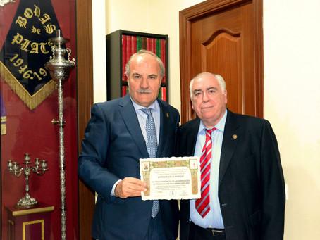La Cofradía de la Sanidad, recibe el Diploma Acreditativo como Imagen oficial del Vía Crucis del 202